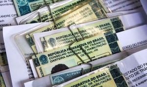 carteira de habilitação detran 300x178 DETRAN divulga formas de pagamento do Licenciamento 2014